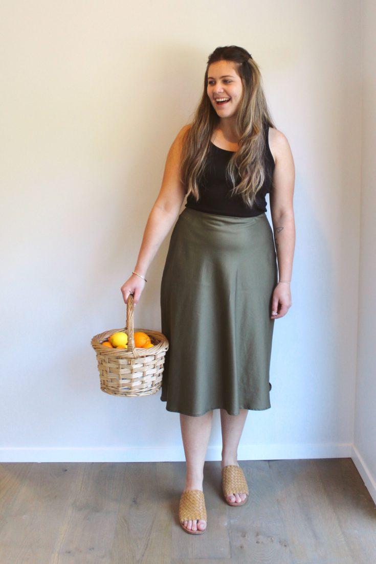 makyla wearing the rachel bias skirt holding a basket of fruit